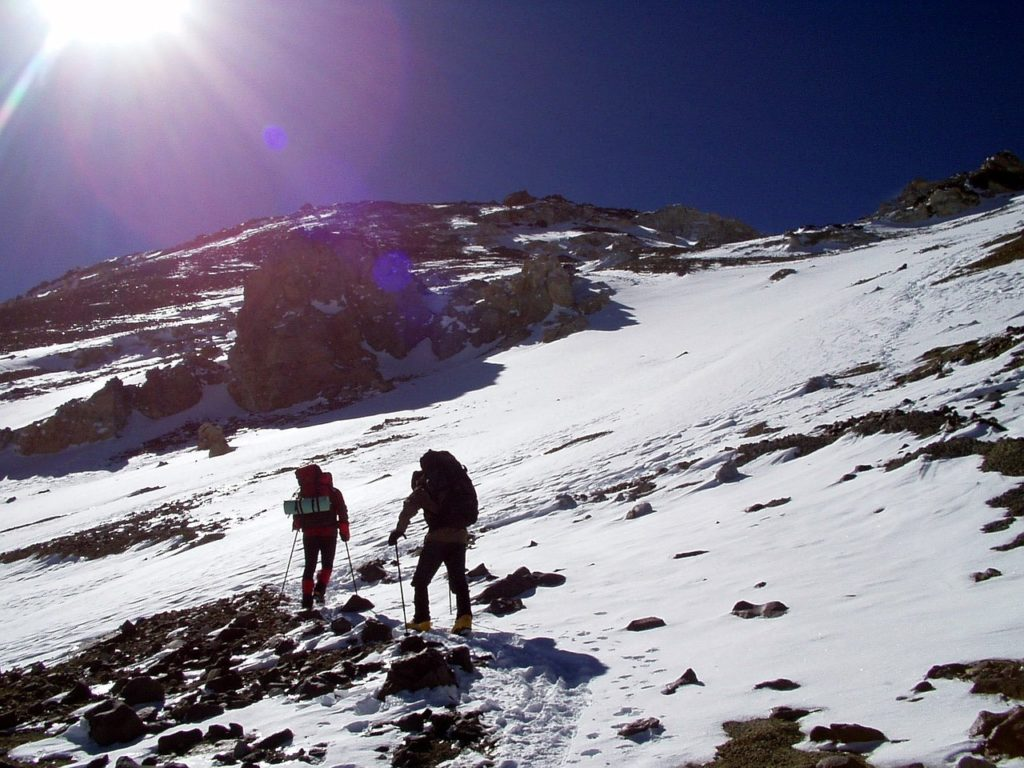 Jak zadbać o komfort chodzenia podczas górskich wędrówek?