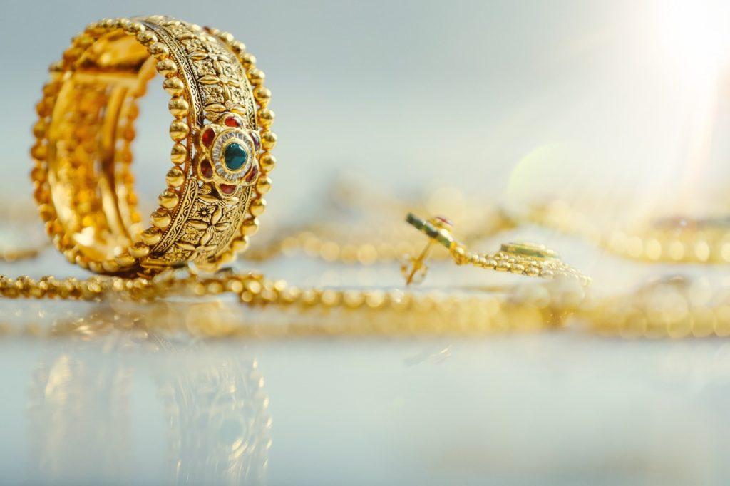 Dla kogo złota, a dla kogo srebrna biżuteria?